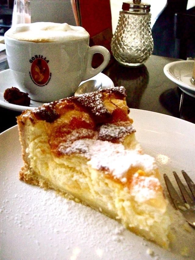Kaffee und kuchen (Eat Me. Drink Me.)