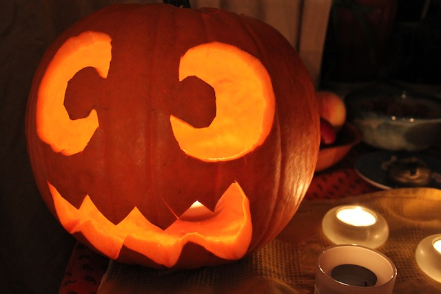 Jack-o-lantern carving (Eat Me. Drink Me.)