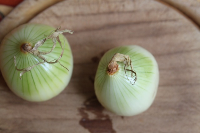 onions for Jansson's Frestesle (Eat Me. Drink Me.)