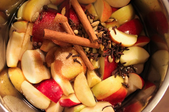 Apples and spices (Eat Me. Drink Me.)