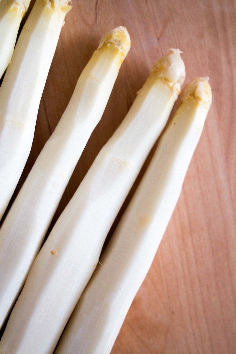 Pretty white asparagus (Eat Me. Drink Me.)
