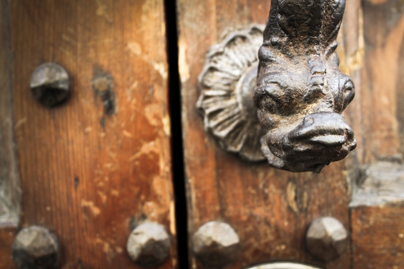 Door knocker in Arezzo (Eat Me. Drink Me.)