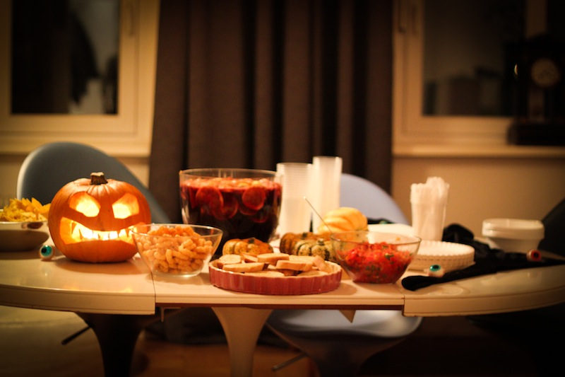 Halloween buffet (Eat Me. Drink Me.)