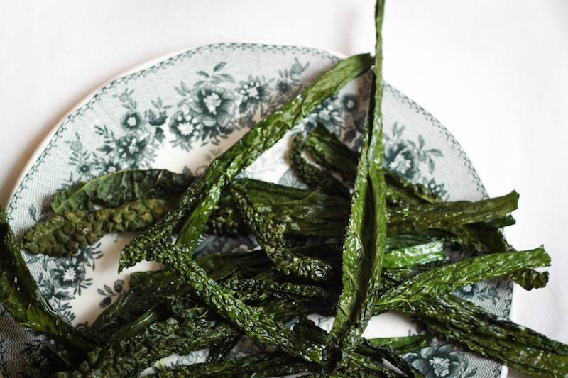 Healthy kale chips (Eat Me. Drink Me.)