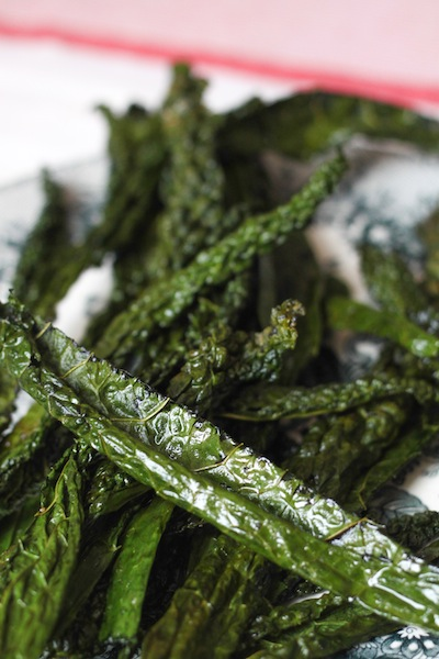 Baked kale chips (Eat Me. Drink Me.)