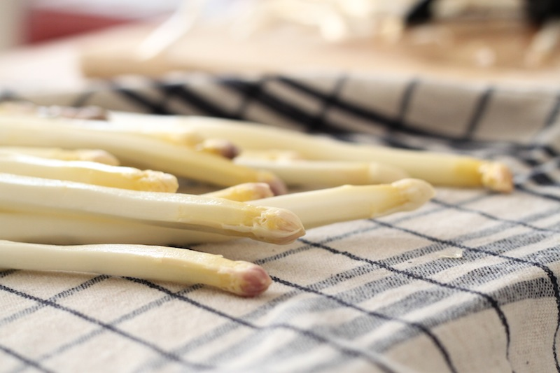peeled white asparagus (Eat Me. Drink Me.)