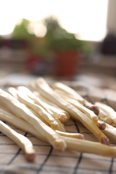 stack of white asparagus (Eat Me. Drink Me.)
