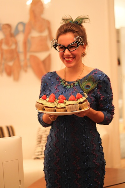 Mrs. Peacock and the cupcakes (Eat Me. Drink Me.)