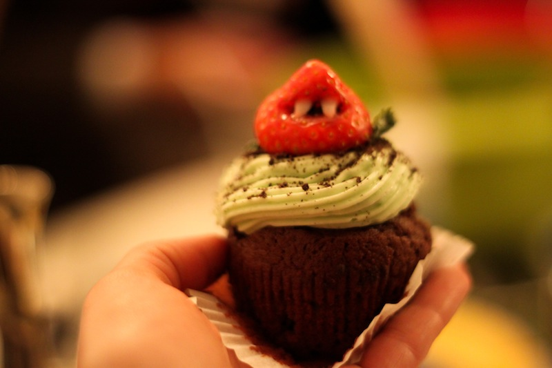 Strawberry monster cupcakes (Eat Me. Drink Me.)