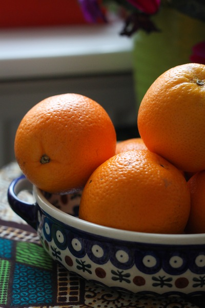 A bowl of winter oranges (Eat Me. Drink Me.)