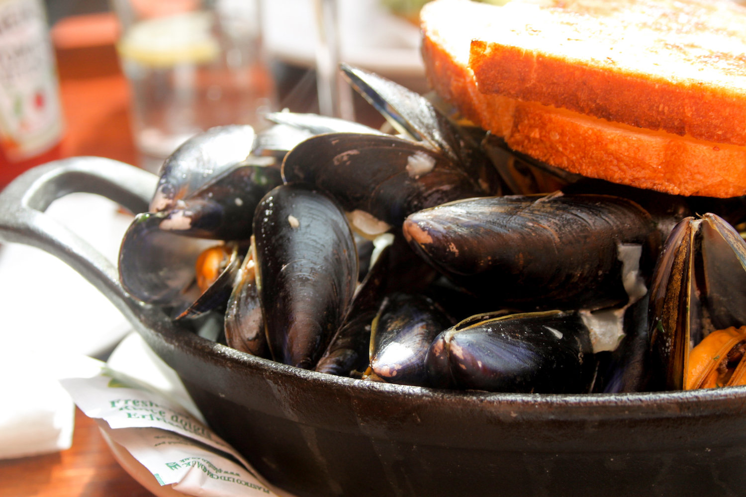 Mussels in white wine and garlic at The Oar House in Howth, Ireland (Eat Me. Drink Me.)
