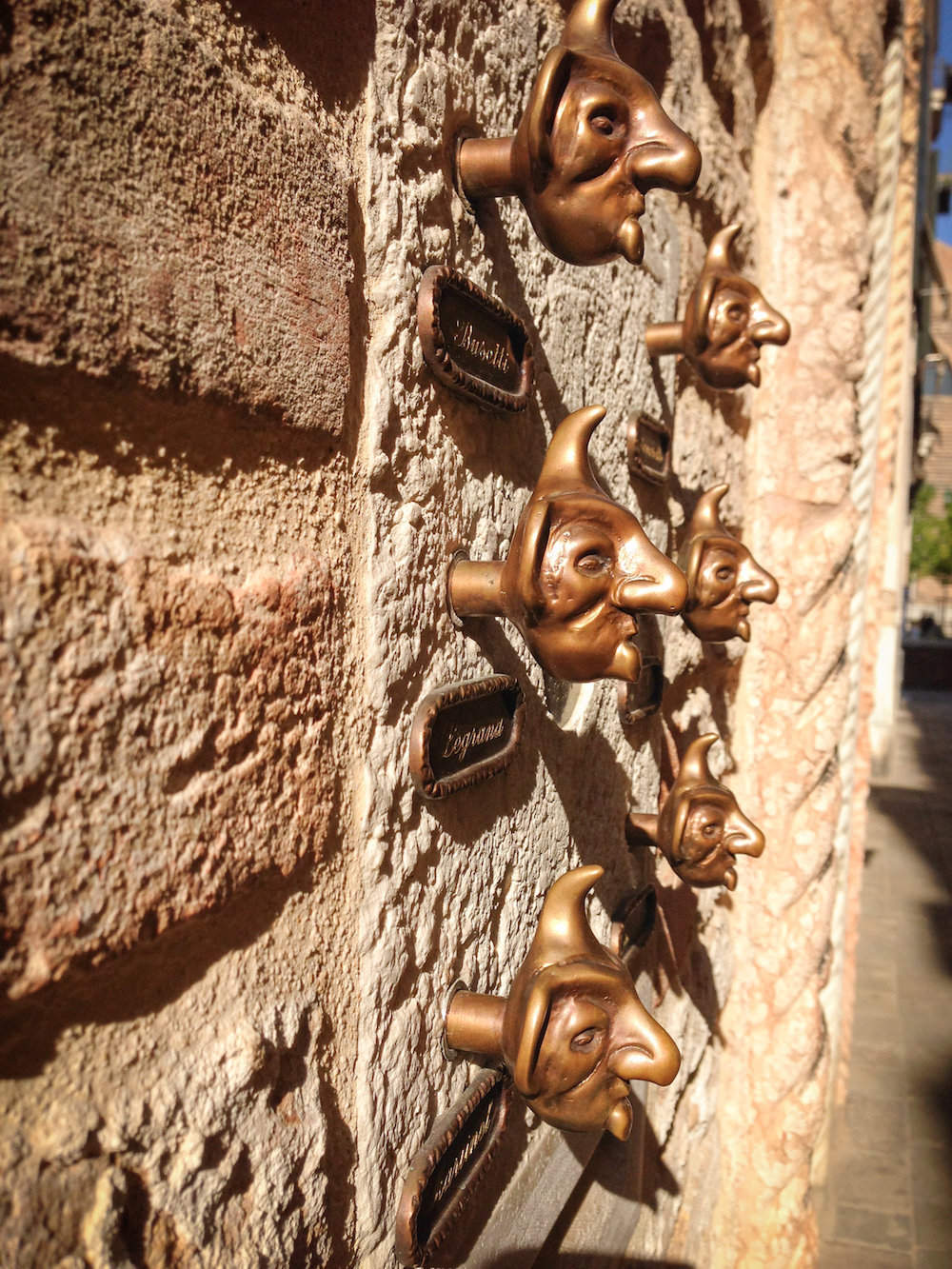 Doorbells, detail (Eat Me. Drink Me.)