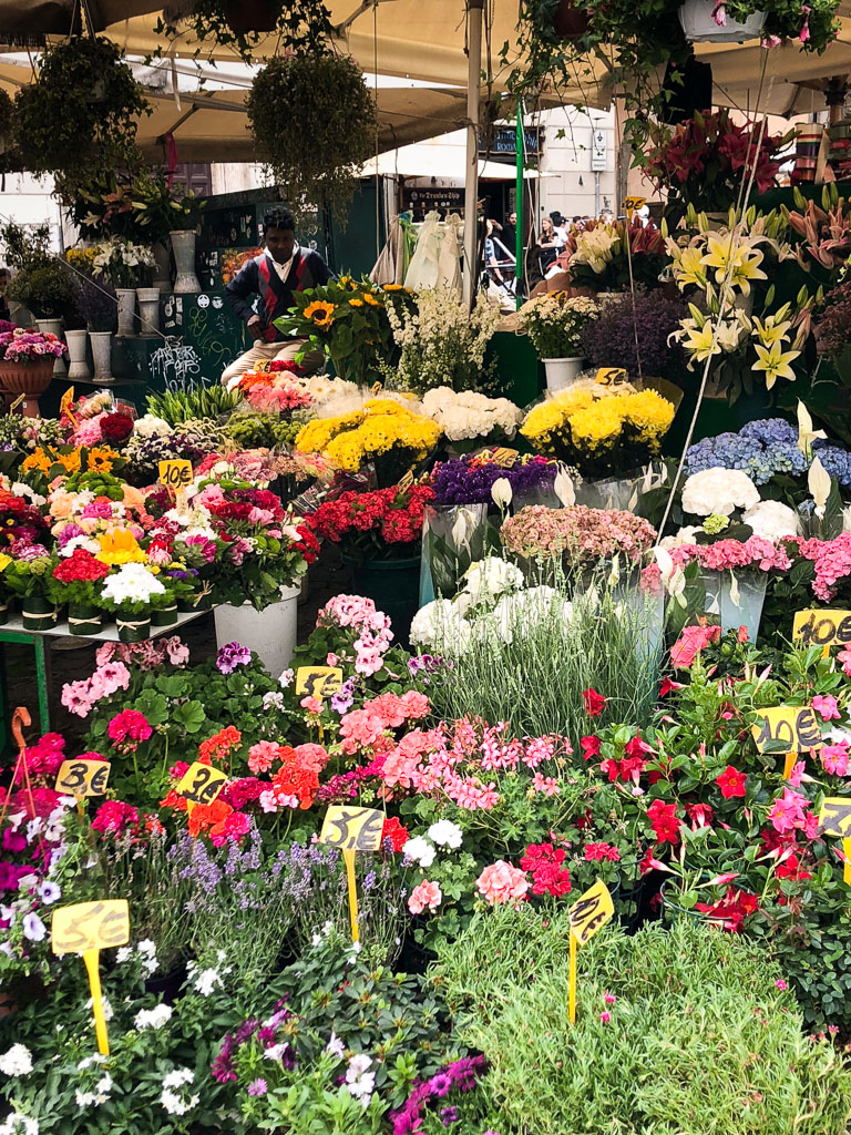 Flowers, Roman market (Photo courtesy of Counter Service)