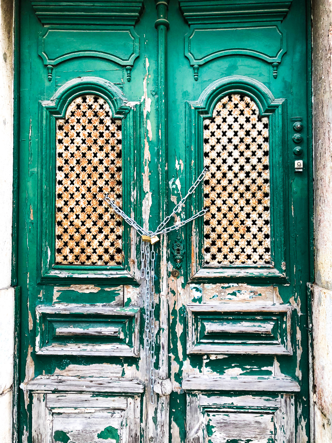 Green door, Lisbon (Eat Me. Drink Me.)